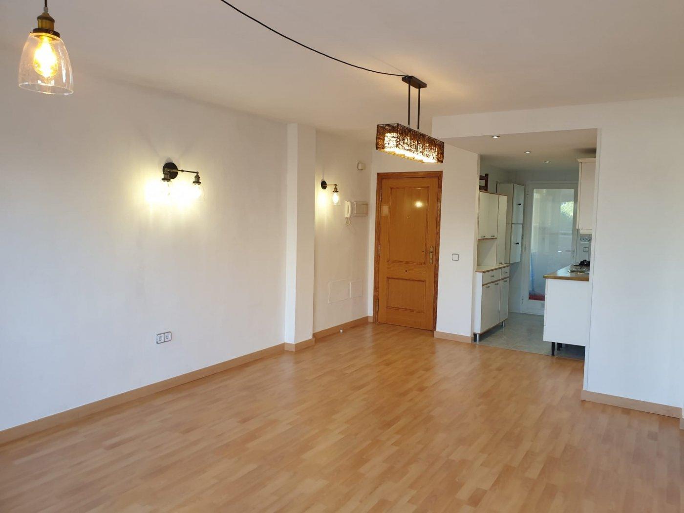 Coqueto piso de 2 dormitorios con plaza de aparcamiento en la vileta - precio: 800?/mes - imagenInmueble0
