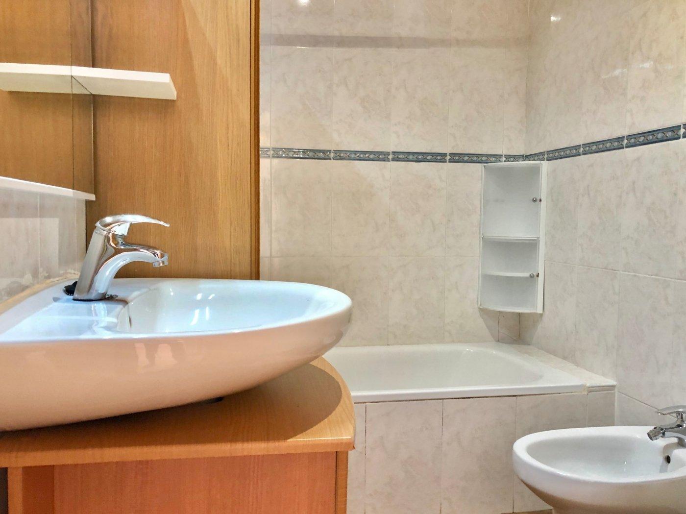 Coqueto piso de 2 dormitorios con plaza de aparcamiento en la vileta - precio: 800?/mes - imagenInmueble8