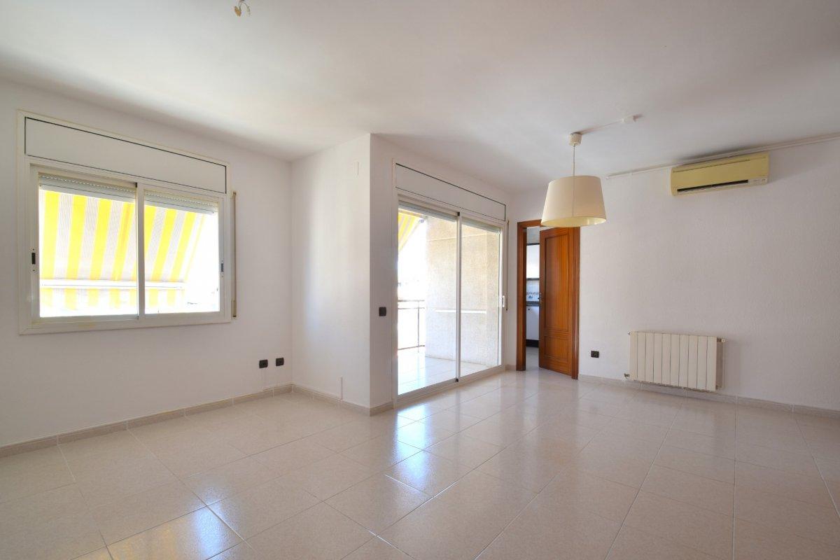 Apartamentos - 03-4757