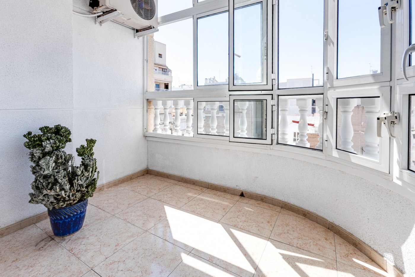 3 BEDROOM  + 2 BATHROOM APARTMENT + TERRACE IN THE CENTER OF TORREVIEJA