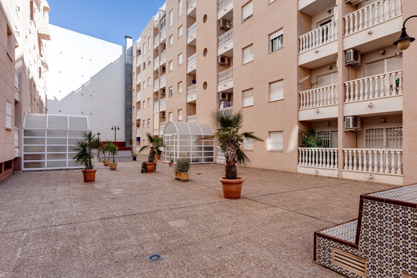 2 BEDROOM APARTMENT + SOUTH FACING TERRACE, CITY CENTER, TORREVIEJA