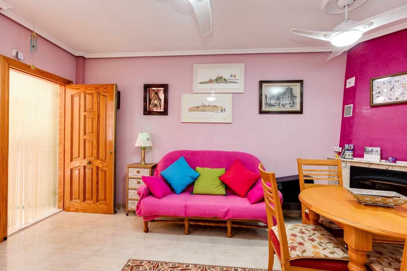 3 BEDROOM + 2 BATHROOM HOUSE + PORCH + SUNROOF TERRACE +  POOL, PUEBLO CENTRO AREA, TORREVIEJA