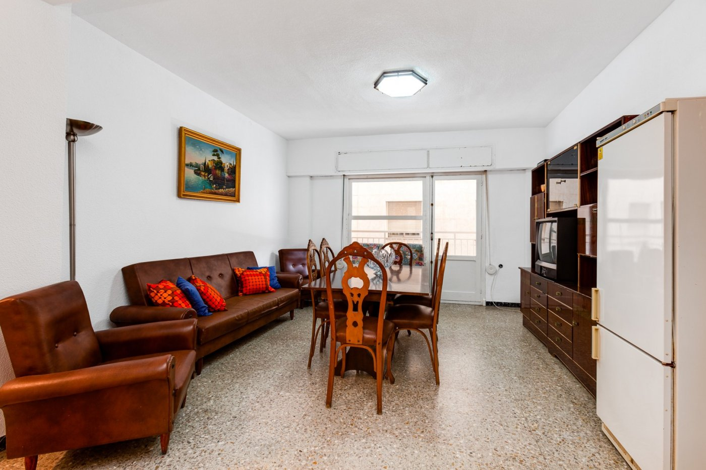 3 BEDROOM APARTMENT 100 METERS FROM PLAYA DEL CURA IN TORREVIEJA