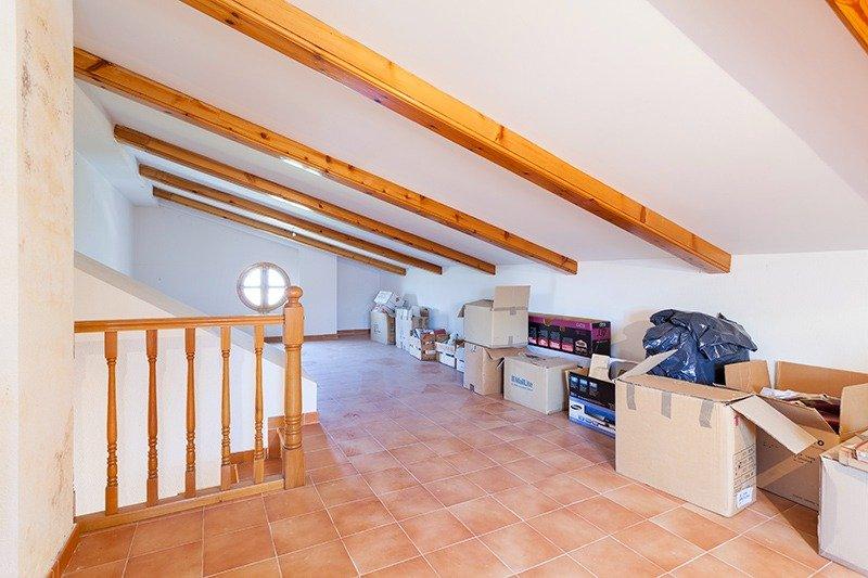 Parcela lateral de 600m2 con casa de 267m2 útiles  de vivienda mas garaje anejo de 45m2 út - imagenInmueble24