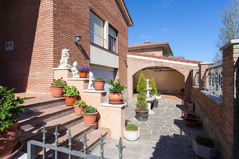 Parcela lateral de 600m2 con casa de 267m2 útiles  de vivienda mas garaje anejo de 45m2 út - imagenInmueble3