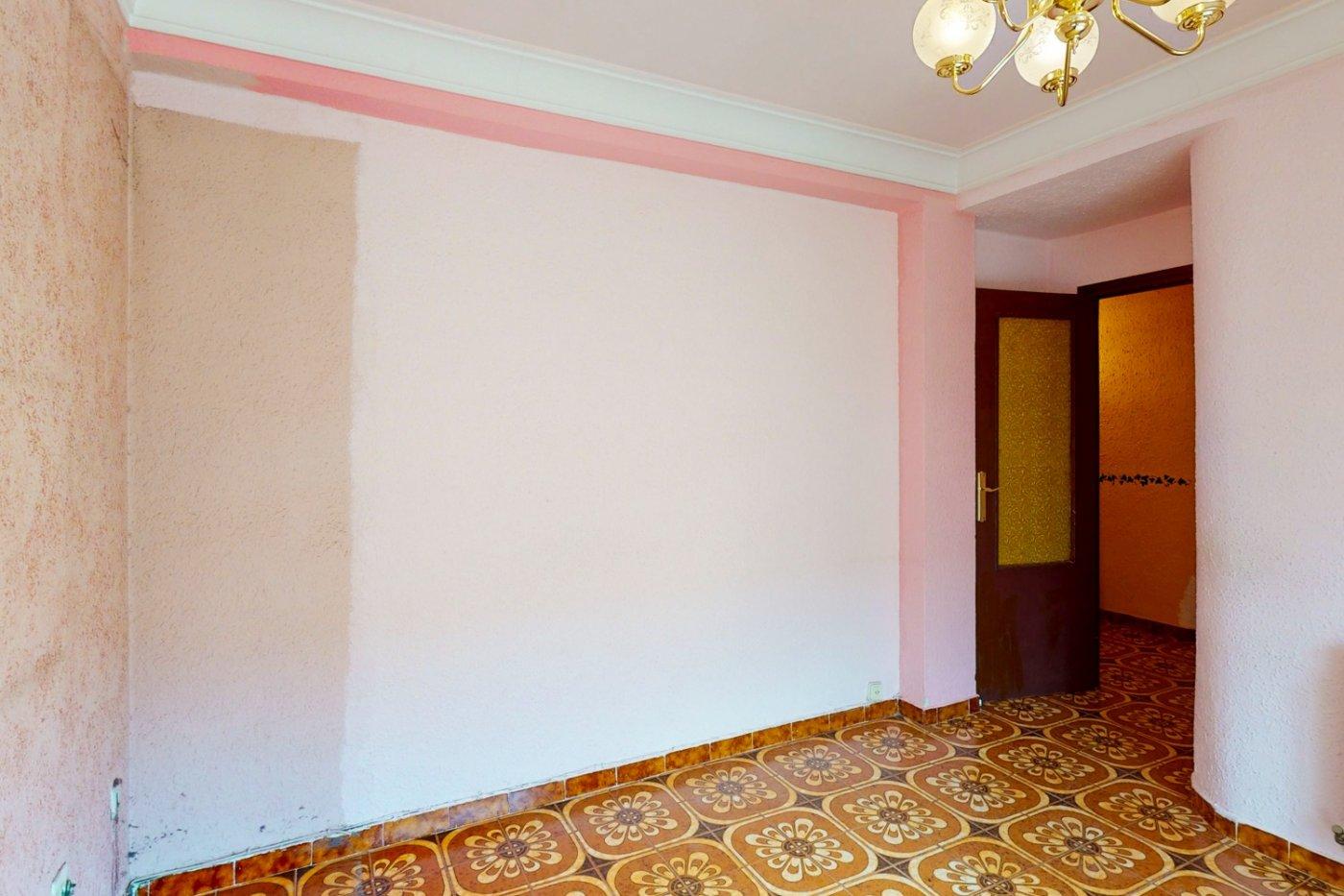 Piso a la venta en c/ lugo, exterior, de tres dormitorios, salon, cocina y baÑo. - imagenInmueble18
