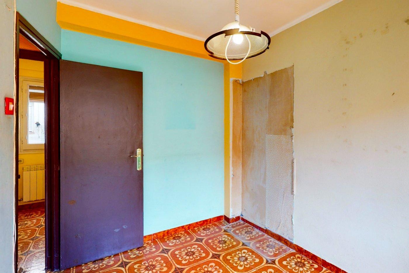 Piso a la venta en c/ lugo, exterior, de tres dormitorios, salon, cocina y baÑo. - imagenInmueble24