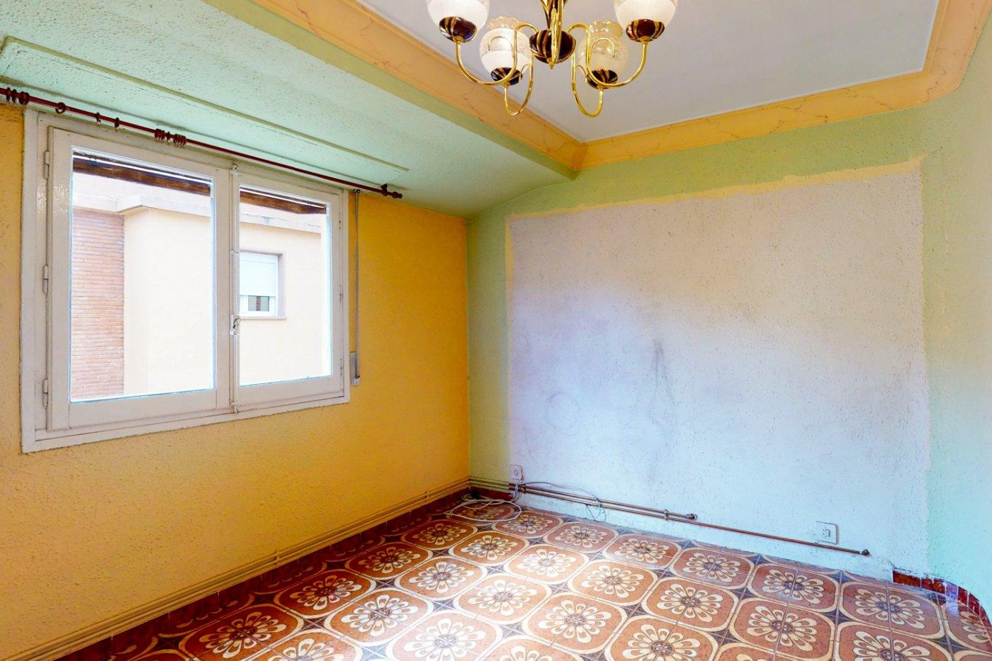 Piso a la venta en c/ lugo, exterior, de tres dormitorios, salon, cocina y baÑo. - imagenInmueble3