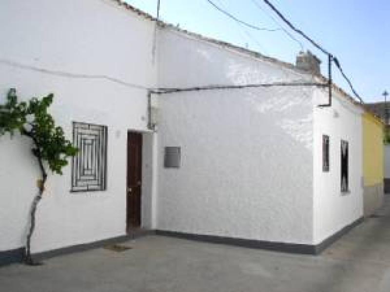 casa-con-terreno en epila · centro 69000€