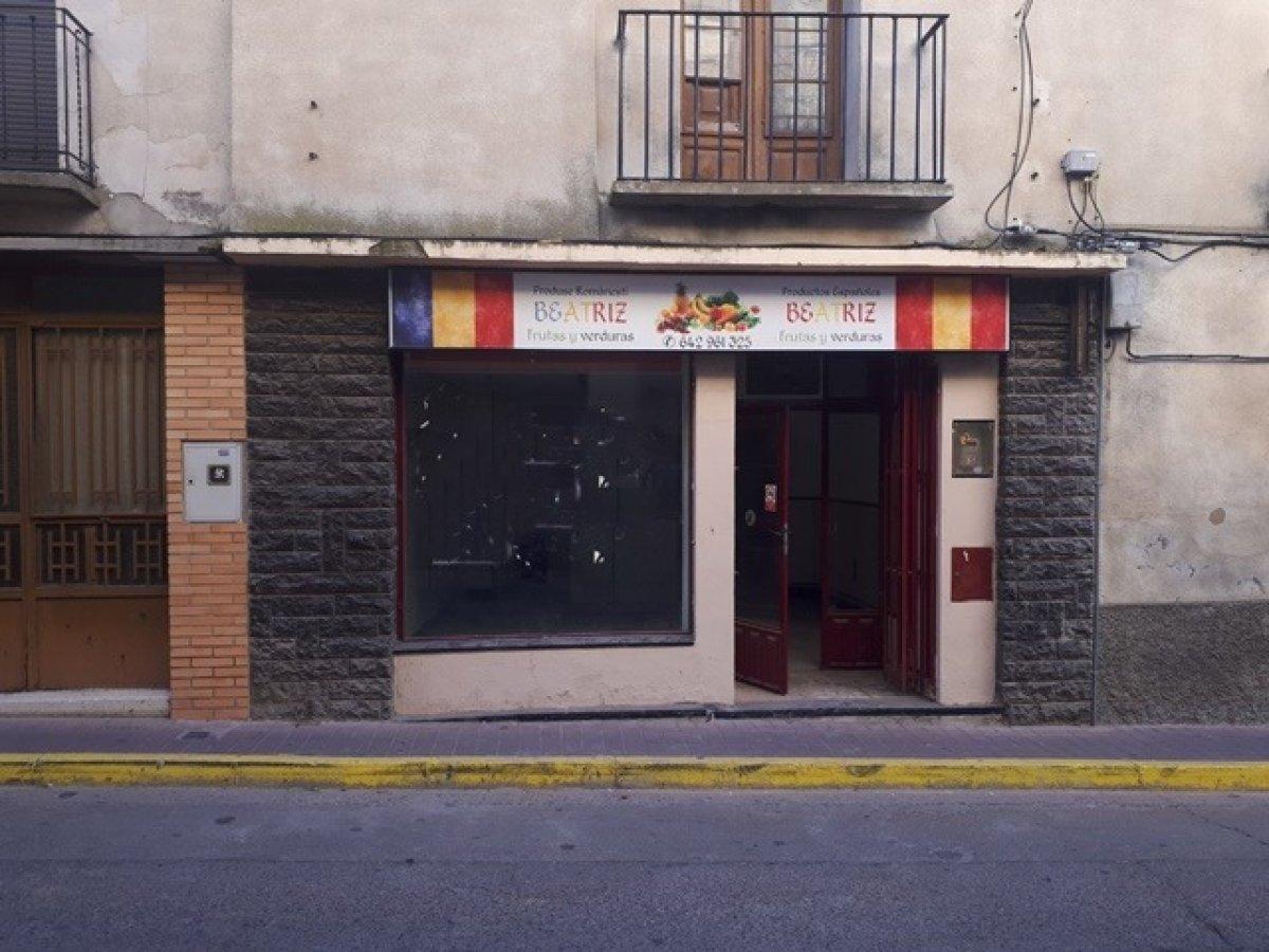 local-comercial en epila · centro 350€