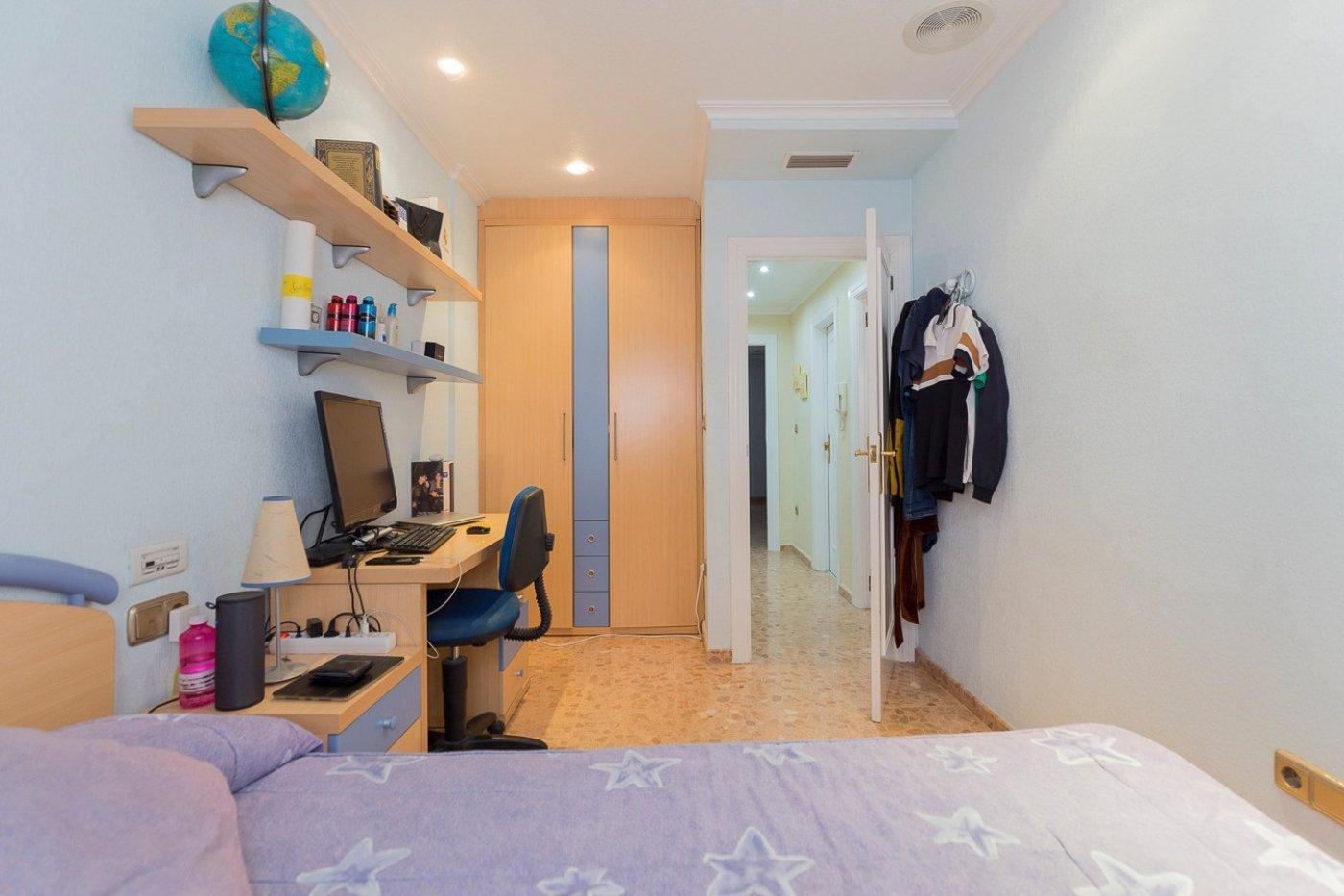 Adosado con 4 dormitorios en zona Residencial muy solicitada