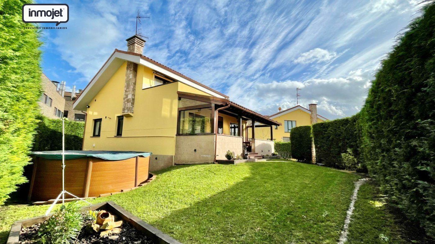 Chalet en venta en Gijon  de 4 Habitaciones, 2 Baños y 285 m2 por 339.900 €.