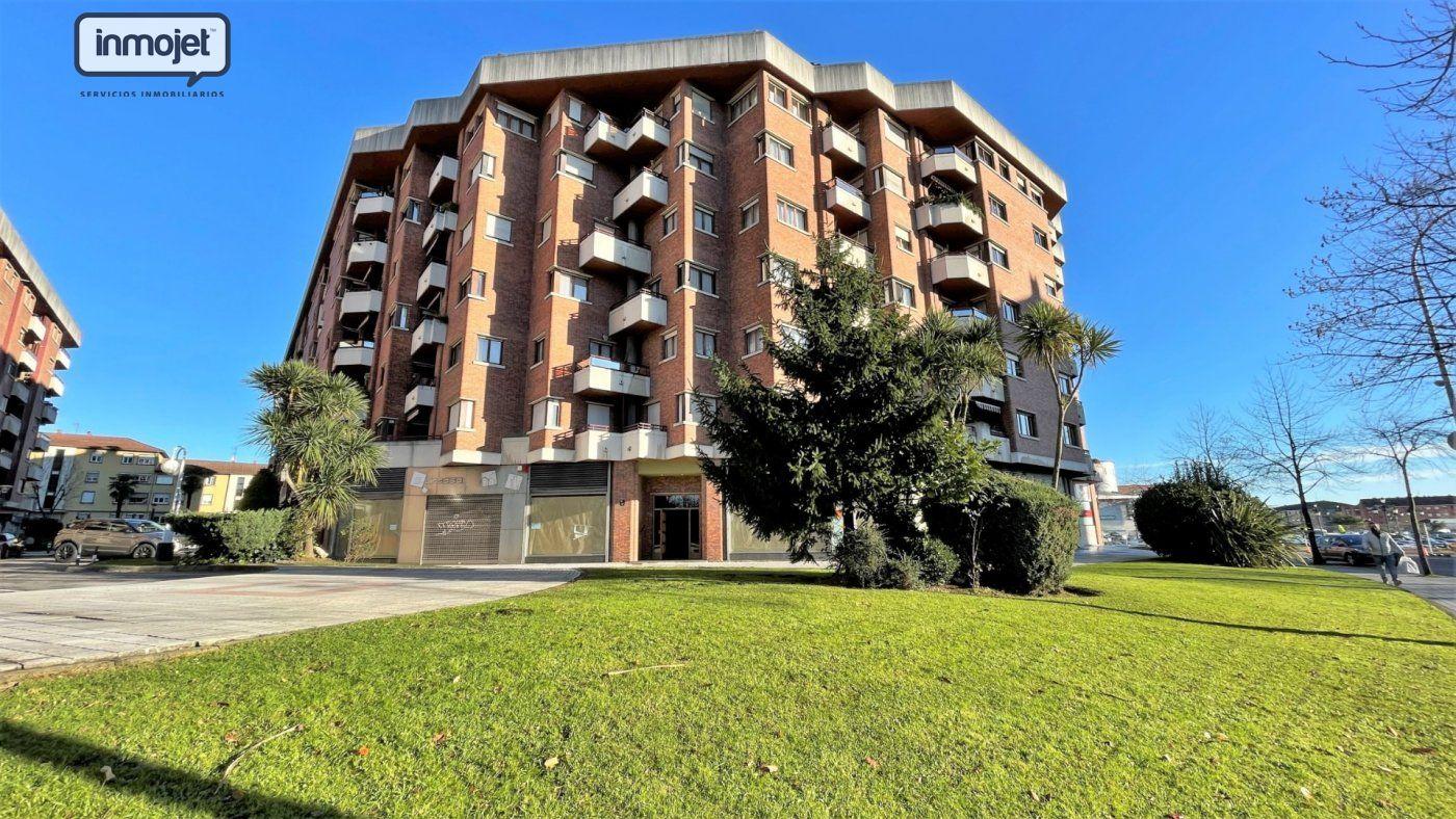 Piso en venta en Oviedo  de 4 Habitaciones, 2 Baños y 146 m2 por 210.000 €.