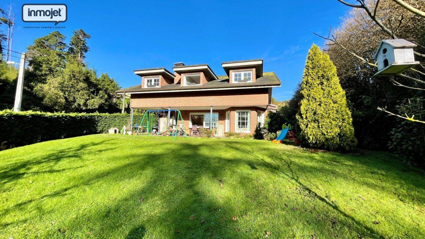 Chalet en venta en Gijon  de 4 Habitaciones, 5 Baños y 394 m2 por 595.000 €.