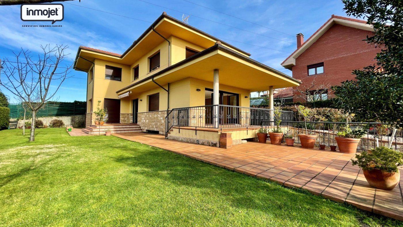 Chalet en venta en Gijon  de 4 Habitaciones, 4 Baños y 316 m2 por 595.000 €.