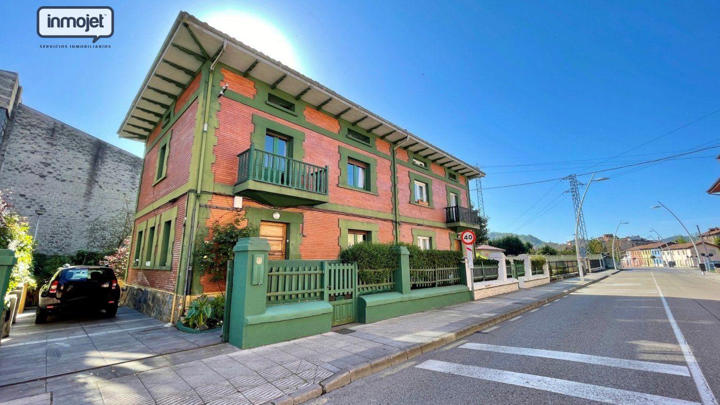 Pareado en venta en Ciaño  de 4 Habitaciones, 2 Baños y 246 m2 por 139.900 €.