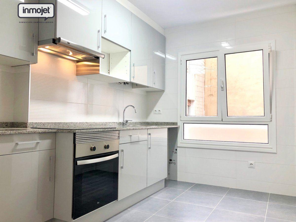 Piso en venta en Gijon  de 2 Habitaciones, 1 Baño y 75 m<sup>2</sup> por 119.900 €.