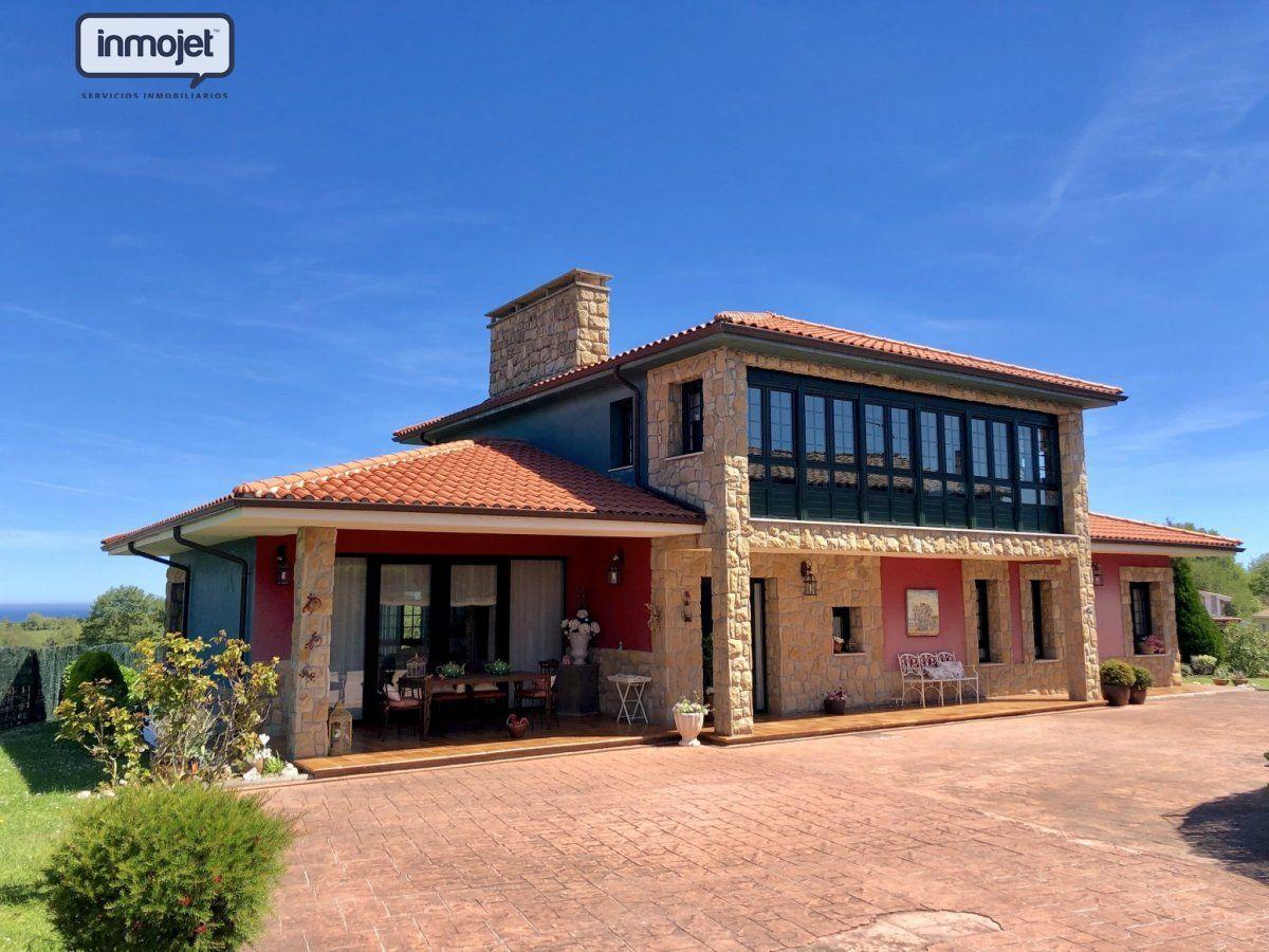 Chalet en venta en Villaviciosa  de 4 Habitaciones, 3 Baños y 325 m2 por 299.000 €.