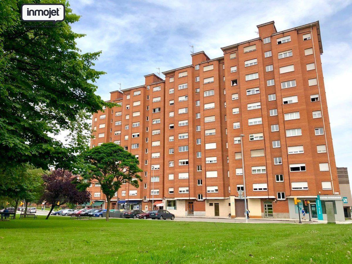 Piso en venta en Gijon  de 3 Habitaciones, 1 Baño y 90 m<sup>2</sup> por 89.900 €.