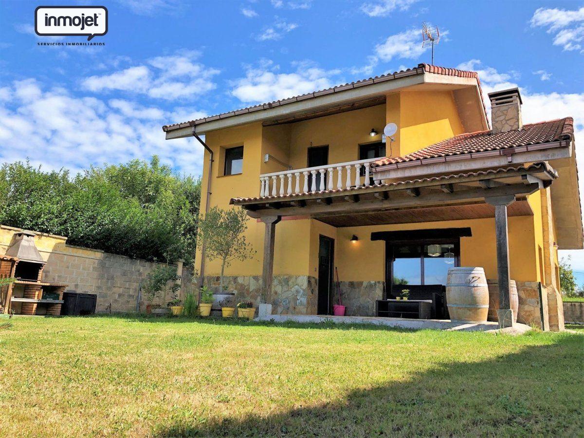 Chalet en venta en Villaviciosa  de 3 Habitaciones, 2 Baños y 143 m2 por 149.900 €.