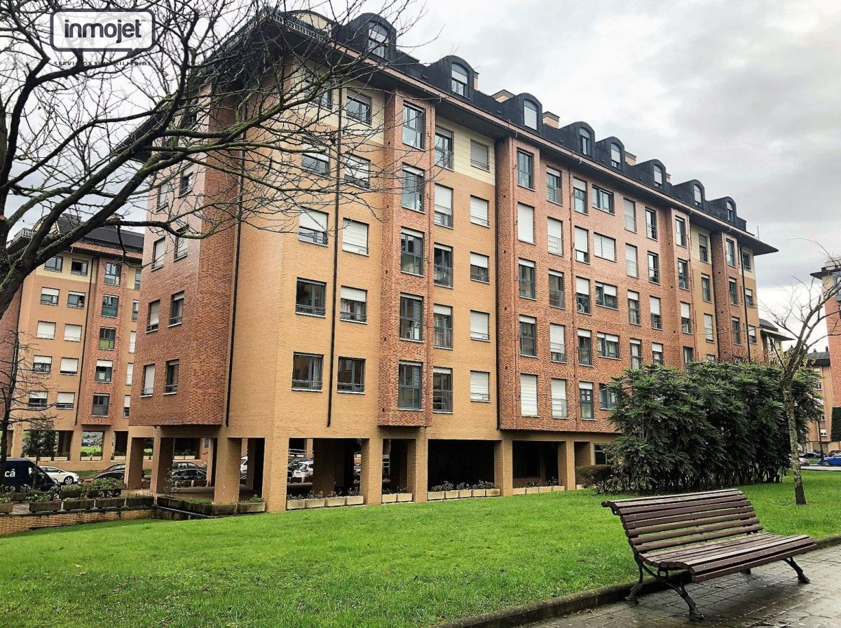 Piso en venta en Oviedo  de 3 Habitaciones, 2 Baños y 92 m2 por 130.000 €.