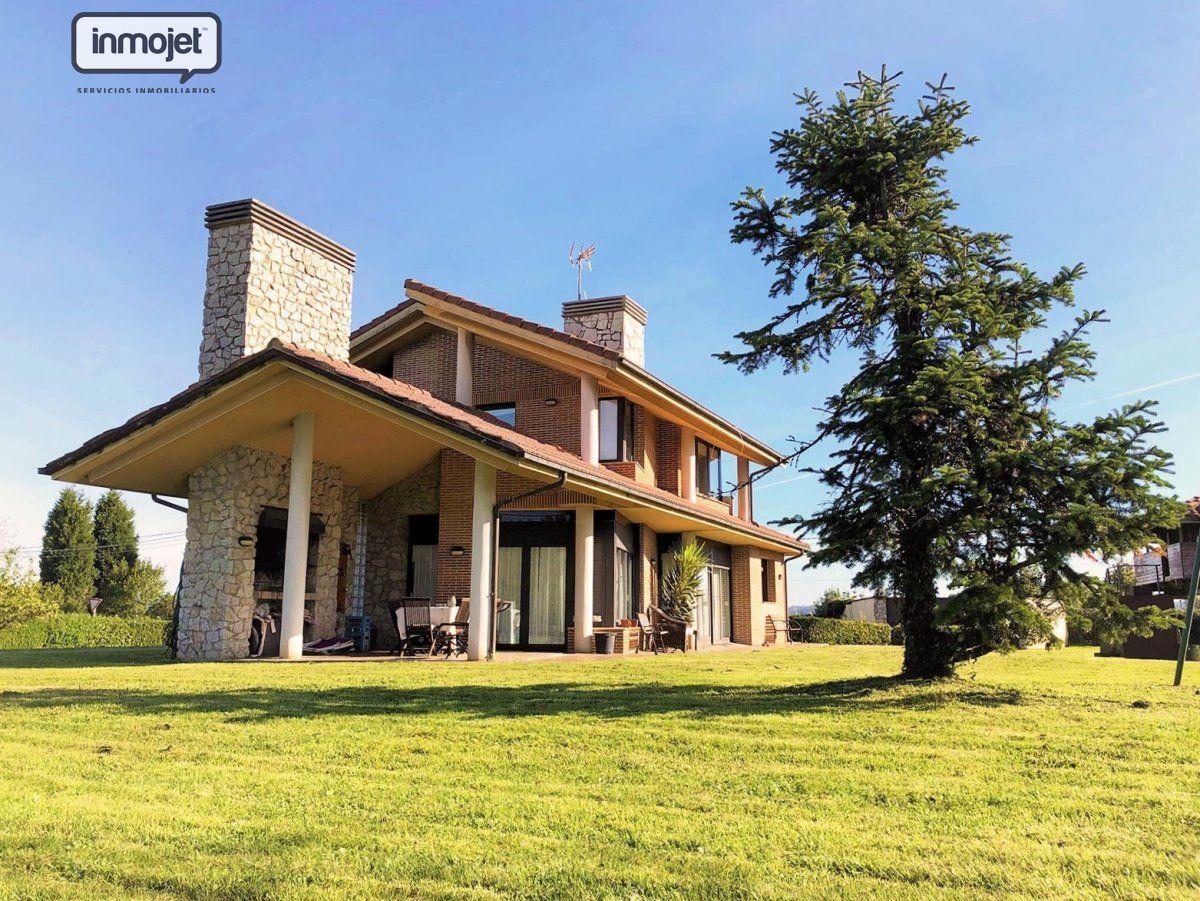 Chalet en venta en Gijon  de 4 Habitaciones, 3 Baños y 232 m2 por 399.900 €.