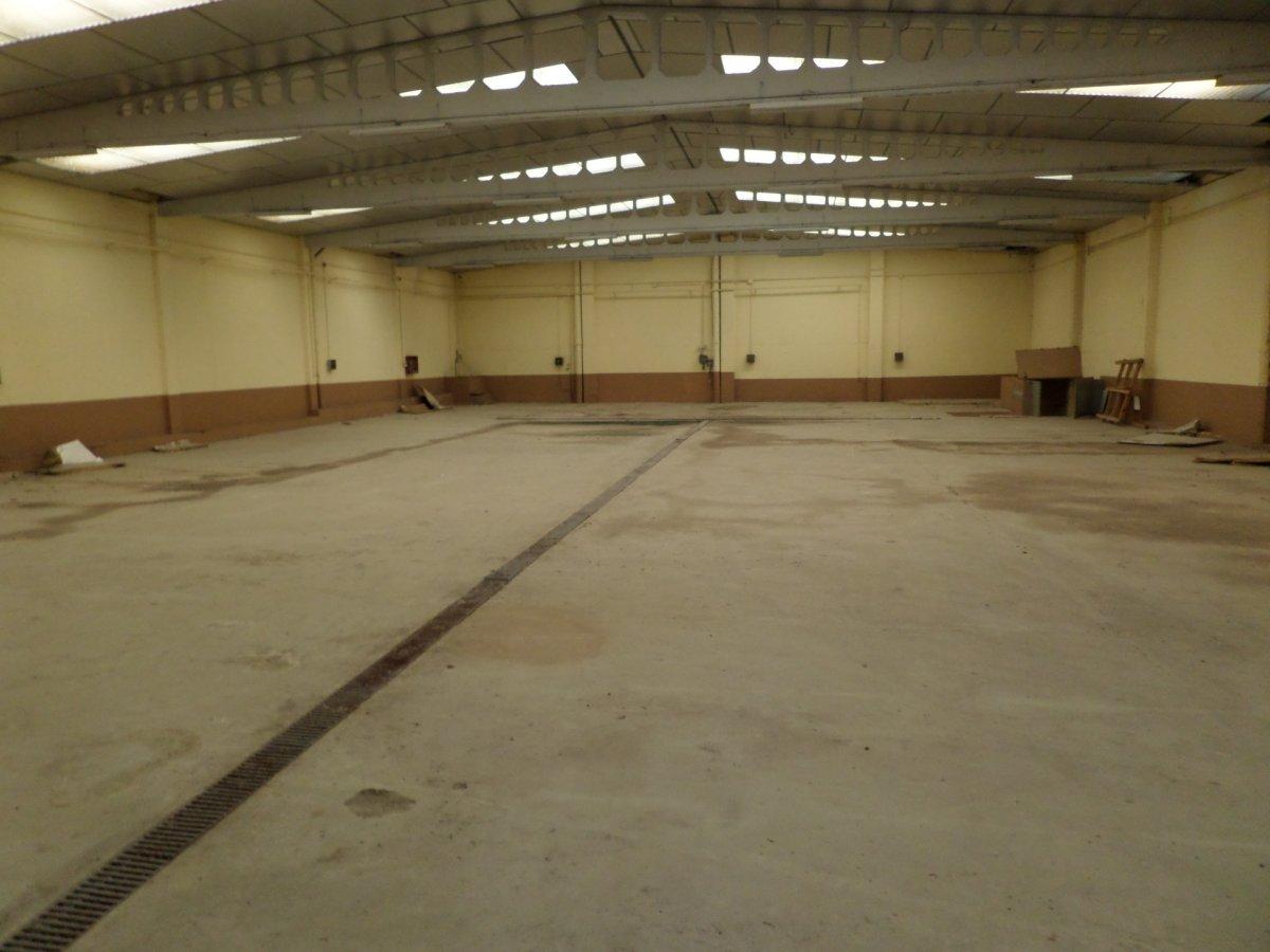 barraca industrial venta valladolid de metros cuadrados 799 en la zona de poligono san cristobal ref 101499