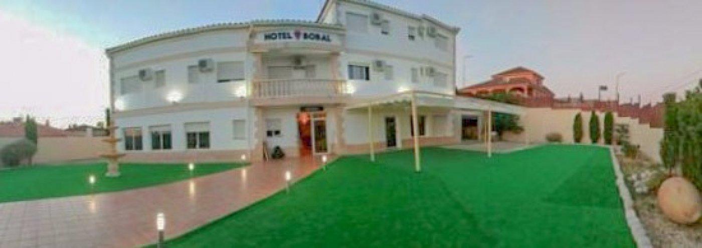 hotel en requena · centrico 2000€