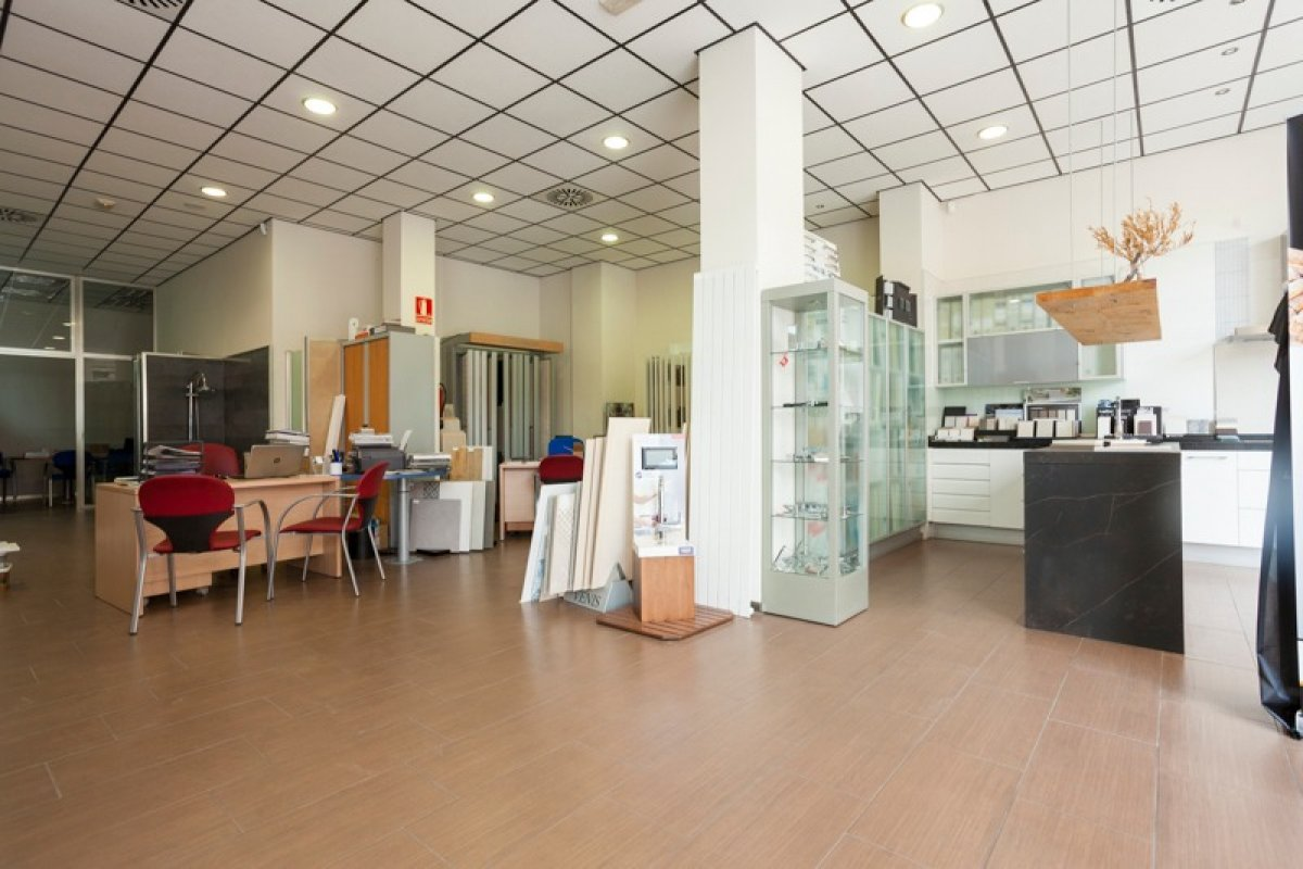 Sector las fuentes-c/florentino ballesteros-local comercial 841 m2 distribuido en tienda y - imagenInmueble0