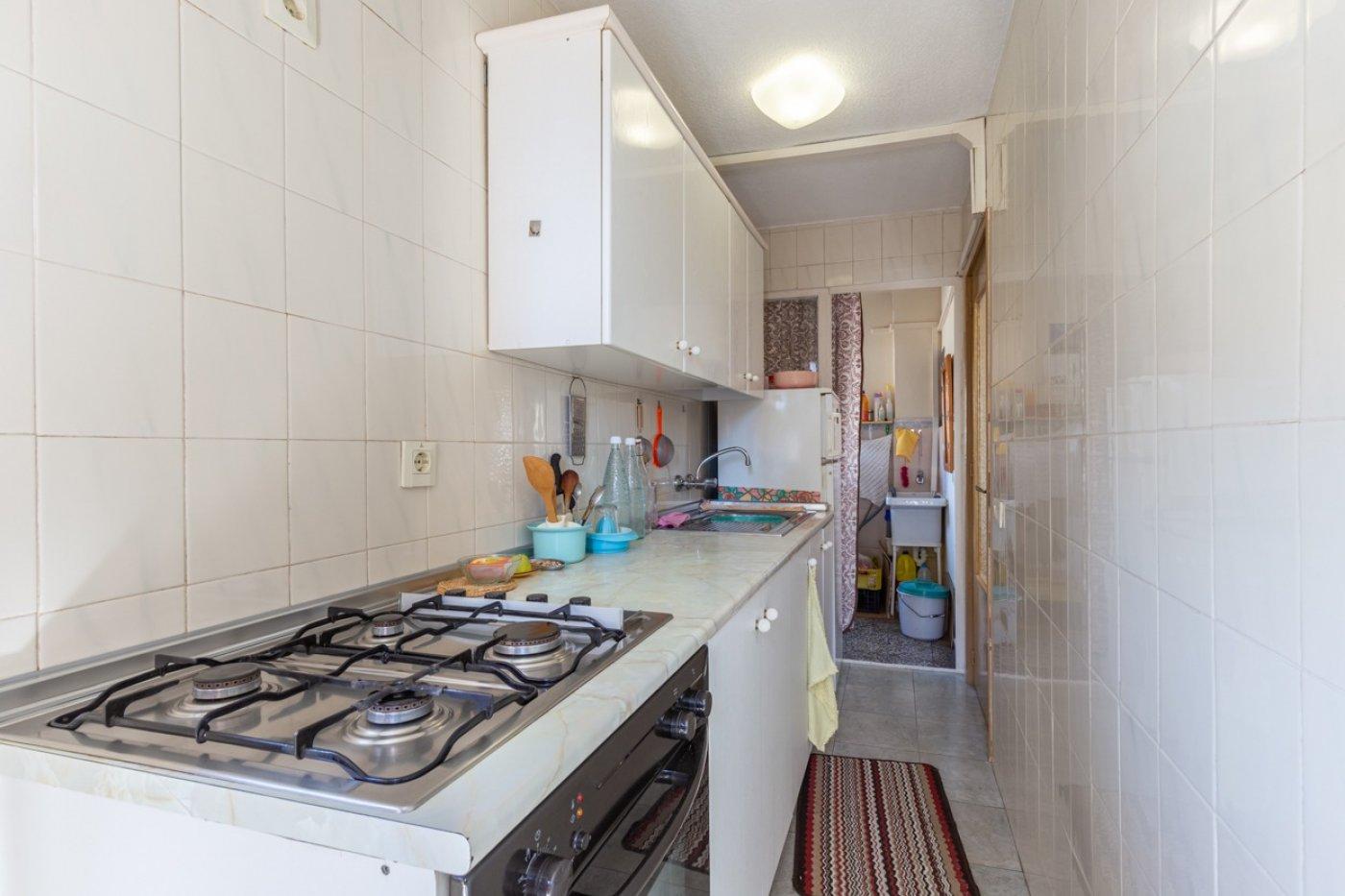 ¡¡OPORTUNIDAD!!  Apartamento de 2 dormitorios con PARKING en BENIDORM 16