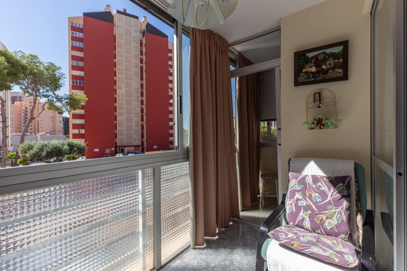 ¡¡OPORTUNIDAD!!  Apartamento de 2 dormitorios con PARKING en BENIDORM 2