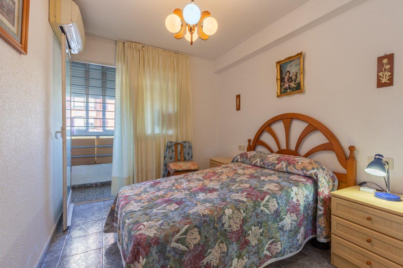 ¡¡OPORTUNIDAD!!  Apartamento de 2 dormitorios con PARKING en BENIDORM 3