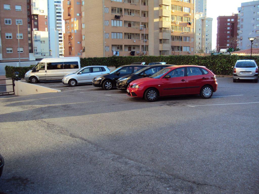 AMPLIO APARTAMENTO DE 60 M2 CON PARKING Y PISCINA COMUNITARIA 2