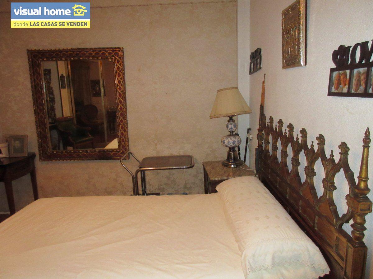 Amplio apartamento dos habitaciones y 2 baños en 1º línea playa Levante con parking 9