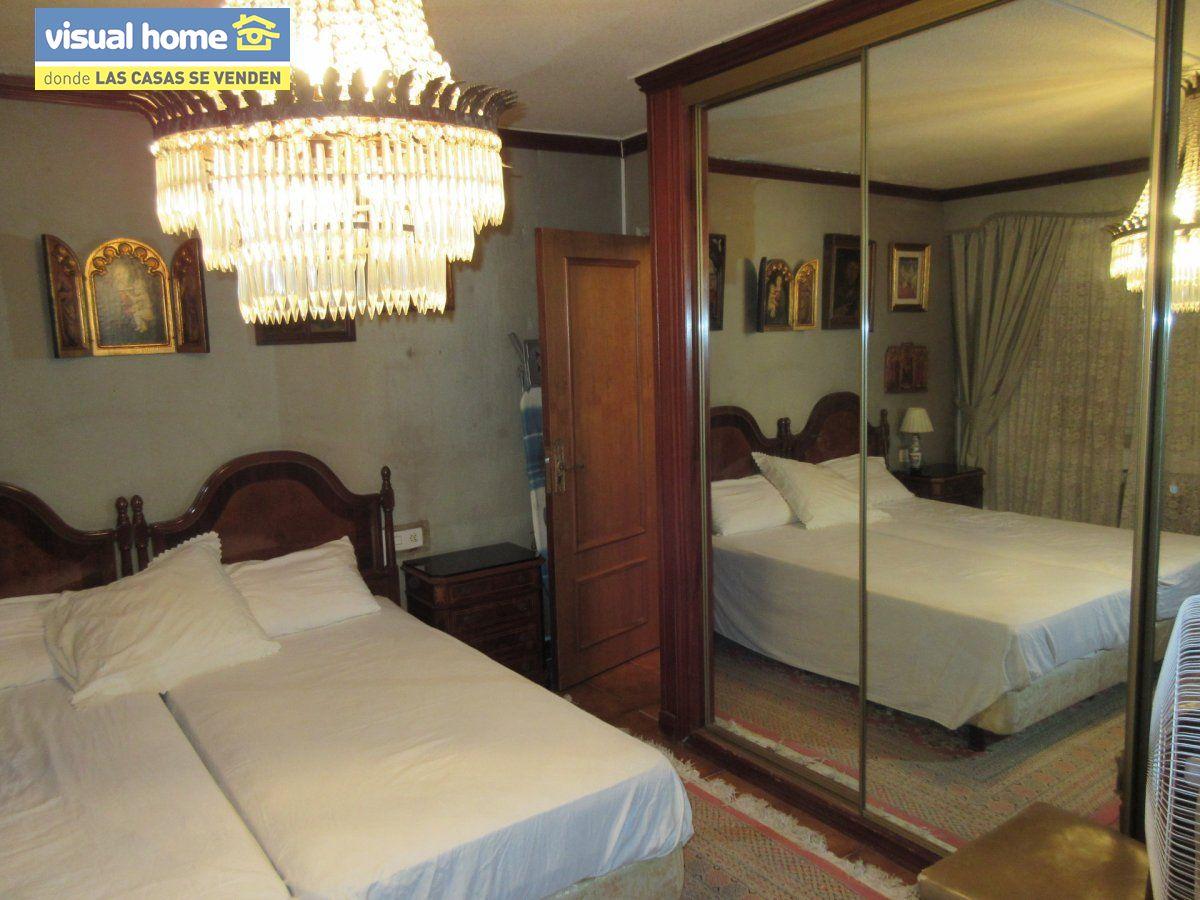 Amplio apartamento dos habitaciones y 2 baños en 1º línea playa Levante con parking 10