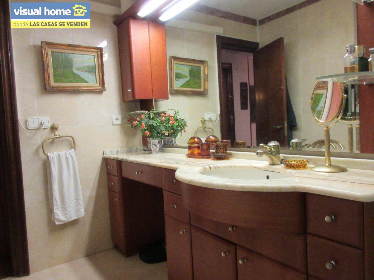 Amplio apartamento dos habitaciones y 2 baños en 1º línea playa Levante con parking 11