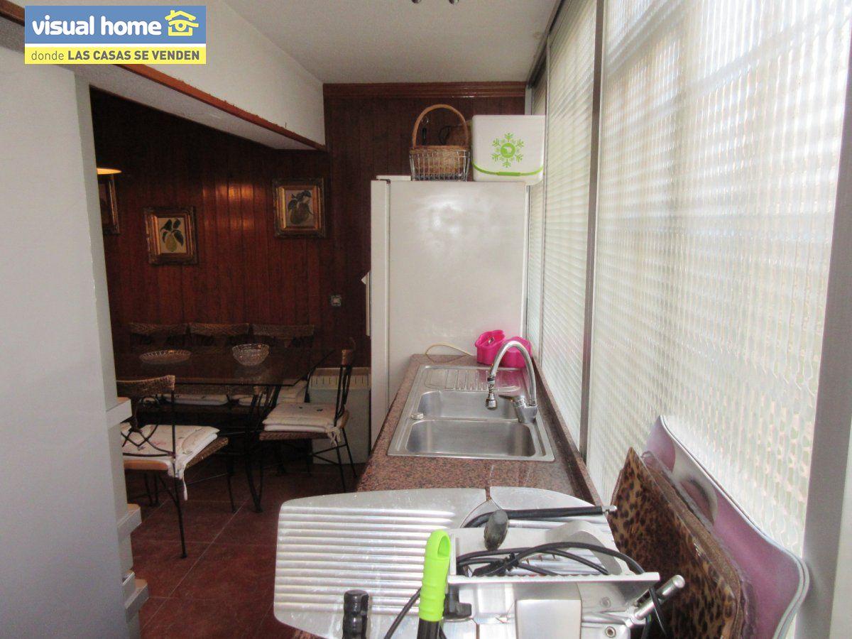 Amplio apartamento dos habitaciones y 2 baños en 1º línea playa Levante con parking 12
