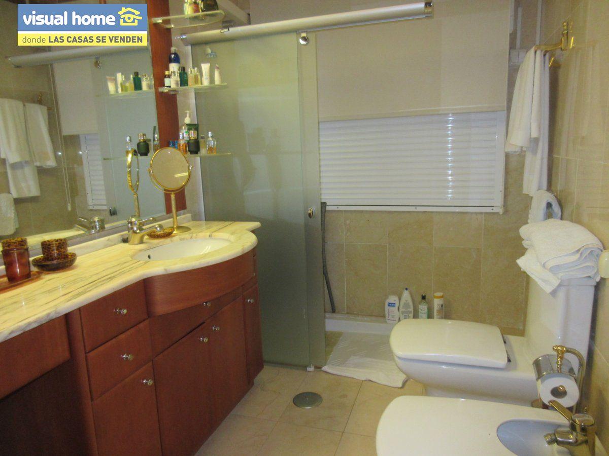 Amplio apartamento dos habitaciones y 2 baños en 1º línea playa Levante con parking 15