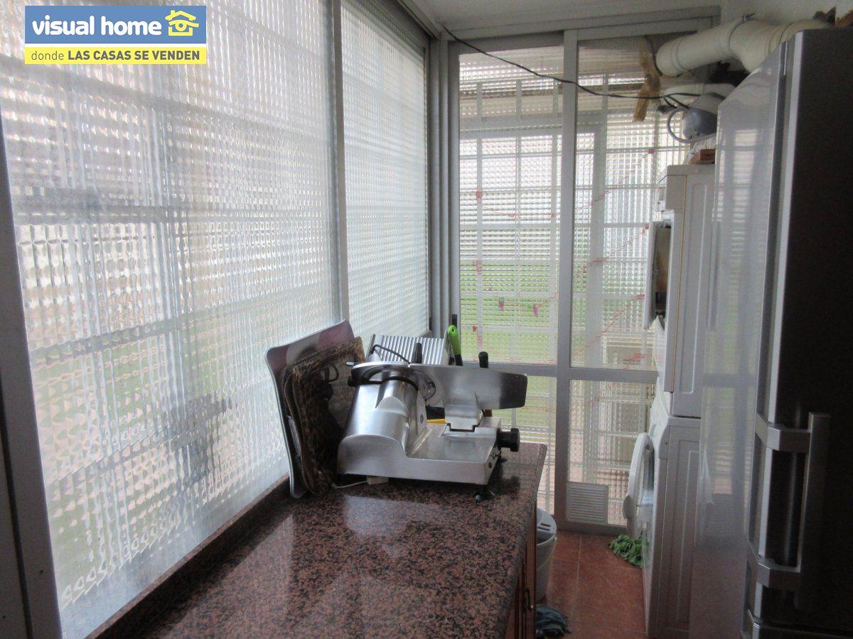 Amplio apartamento dos habitaciones y 2 baños en 1º línea playa Levante con parking 16
