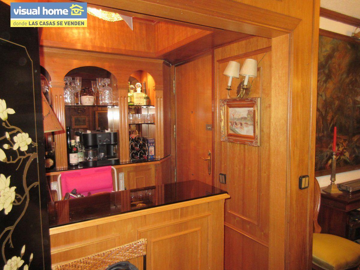 Amplio apartamento dos habitaciones y 2 baños en 1º línea playa Levante con parking 17