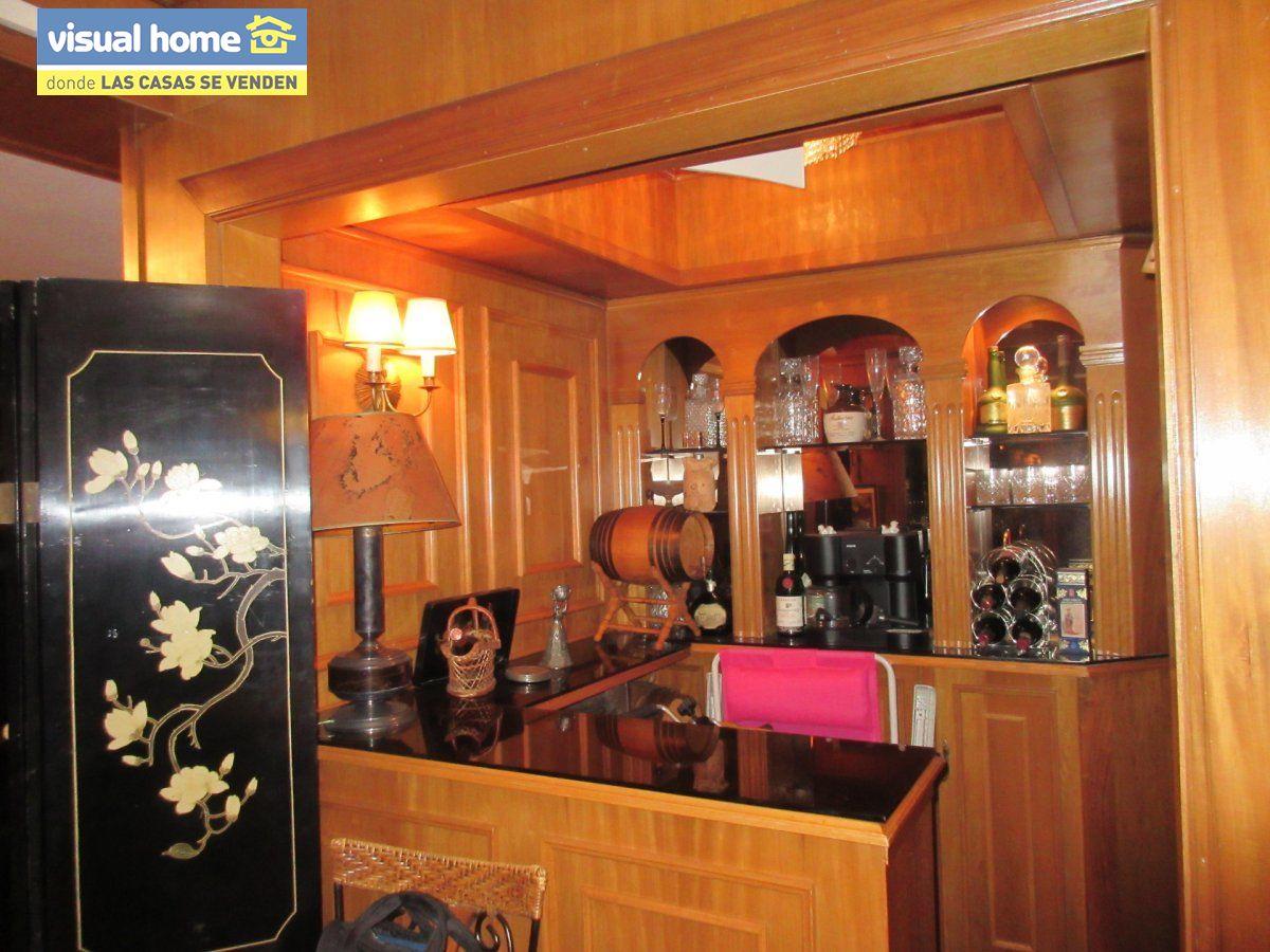 Amplio apartamento dos habitaciones y 2 baños en 1º línea playa Levante con parking 23