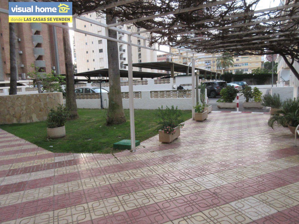 Amplio apartamento dos habitaciones y 2 baños en 1º línea playa Levante con parking 27