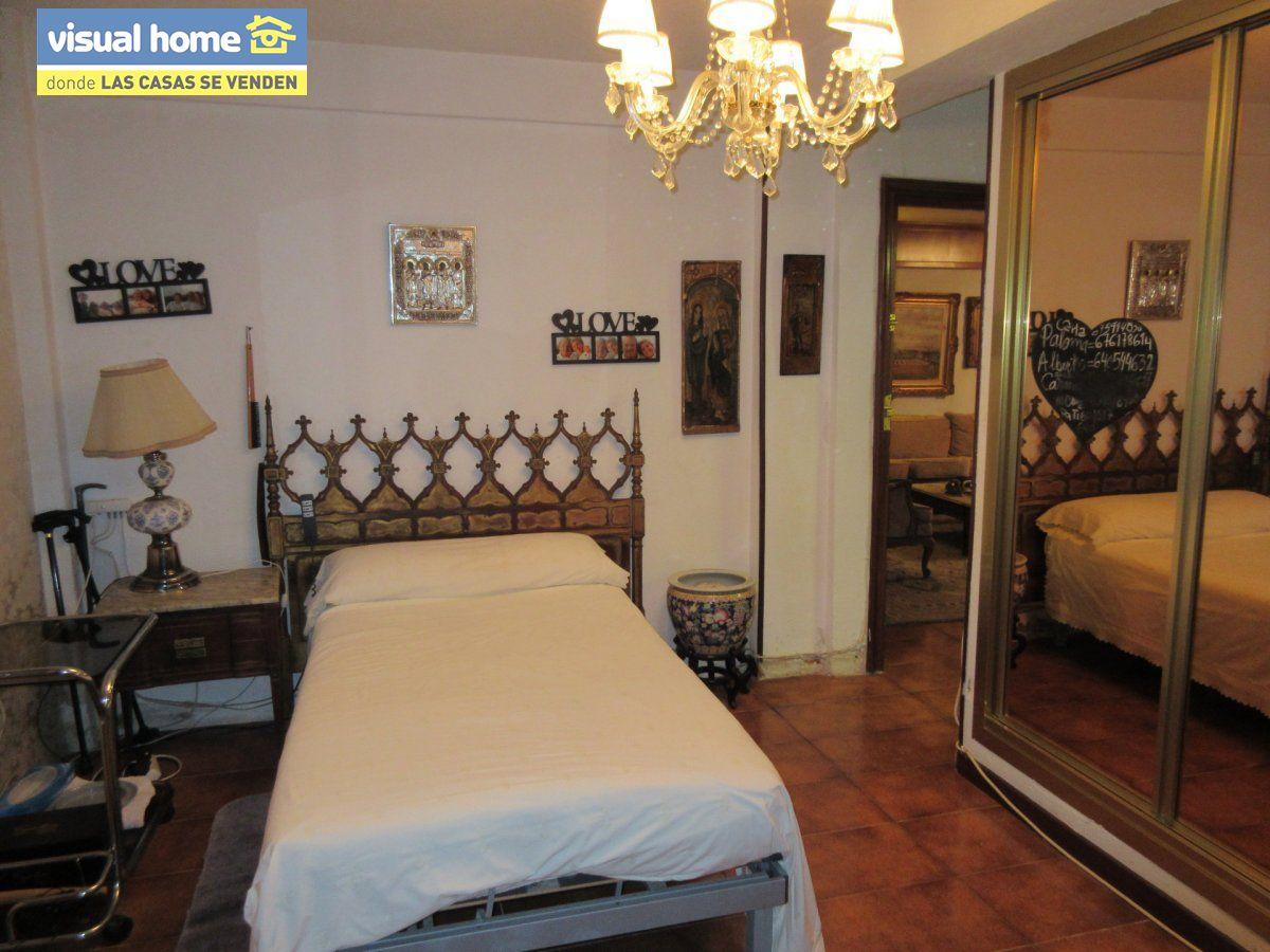 Amplio apartamento dos habitaciones y 2 baños en 1º línea playa Levante con parking 2