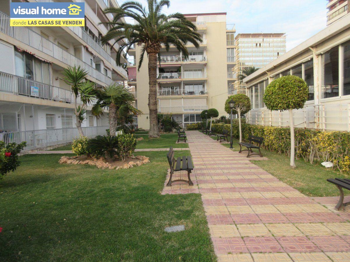 Amplio apartamento dos habitaciones y 2 baños en 1º línea playa Levante con parking 29