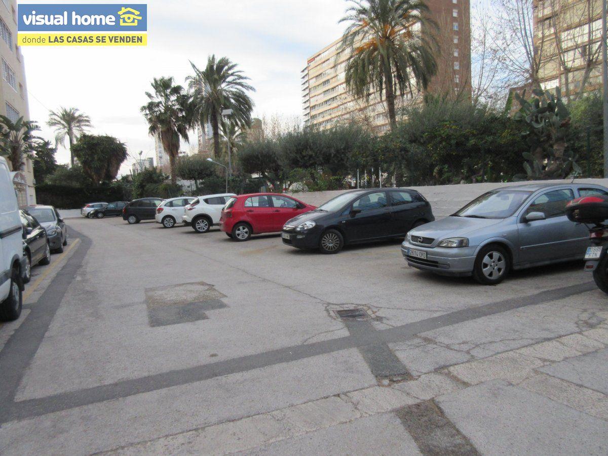 Amplio apartamento dos habitaciones y 2 baños en 1º línea playa Levante con parking 30