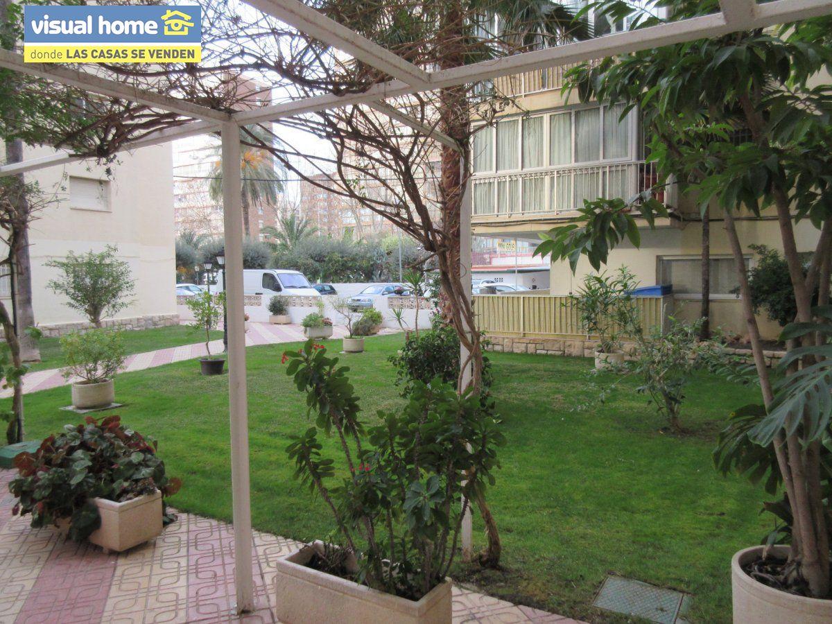 Amplio apartamento dos habitaciones y 2 baños en 1º línea playa Levante con parking 31