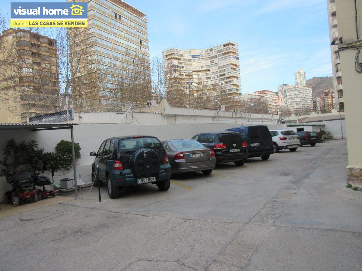 Amplio apartamento dos habitaciones y 2 baños en 1º línea playa Levante con parking 32