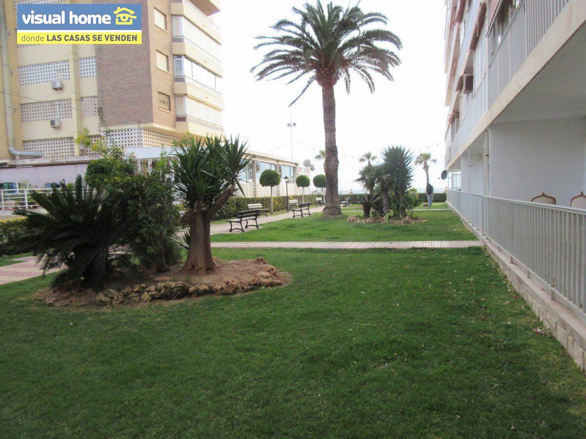 Amplio apartamento dos habitaciones y 2 baños en 1º línea playa Levante con parking 33