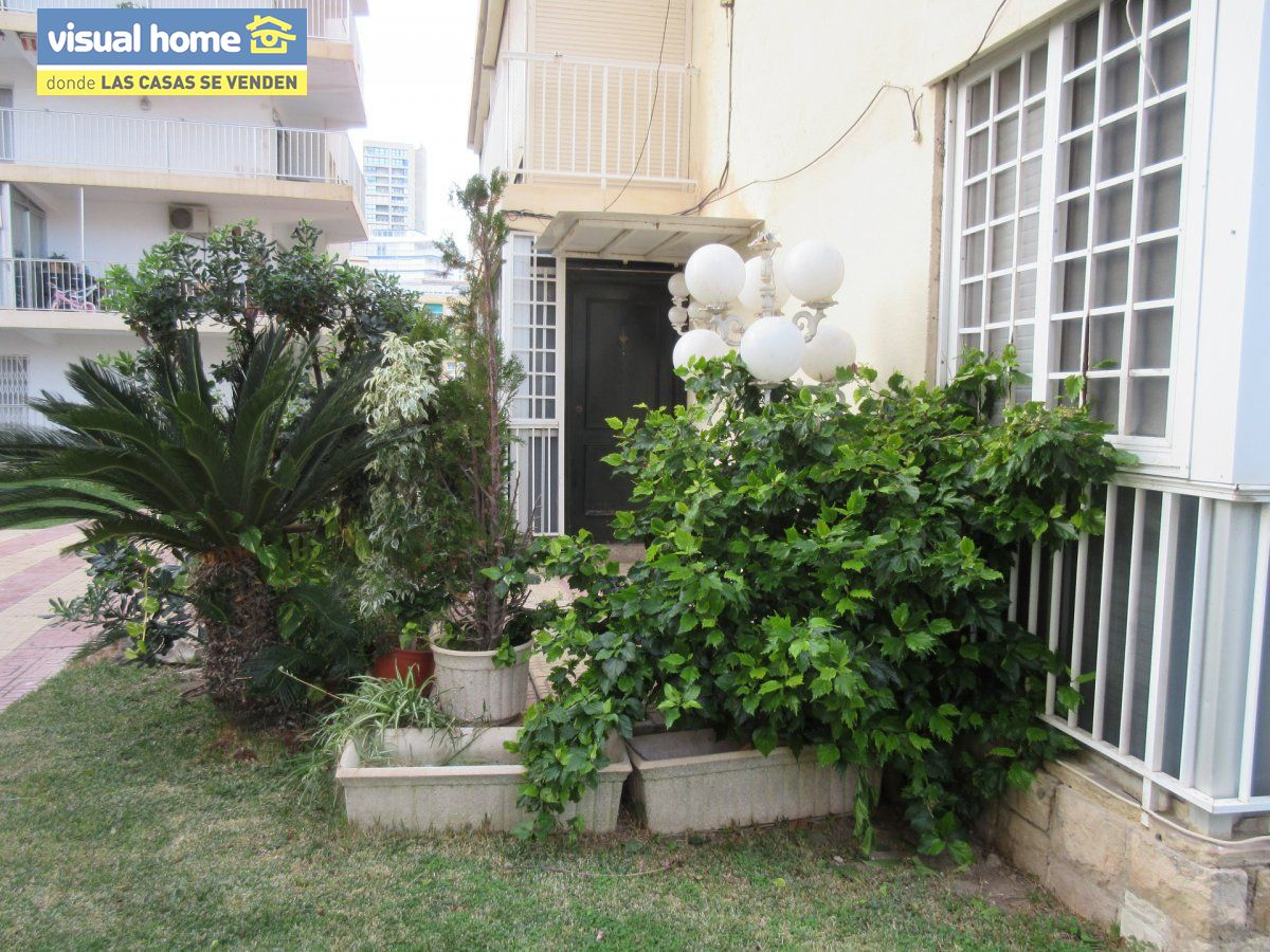 Amplio apartamento dos habitaciones y 2 baños en 1º línea playa Levante con parking 6