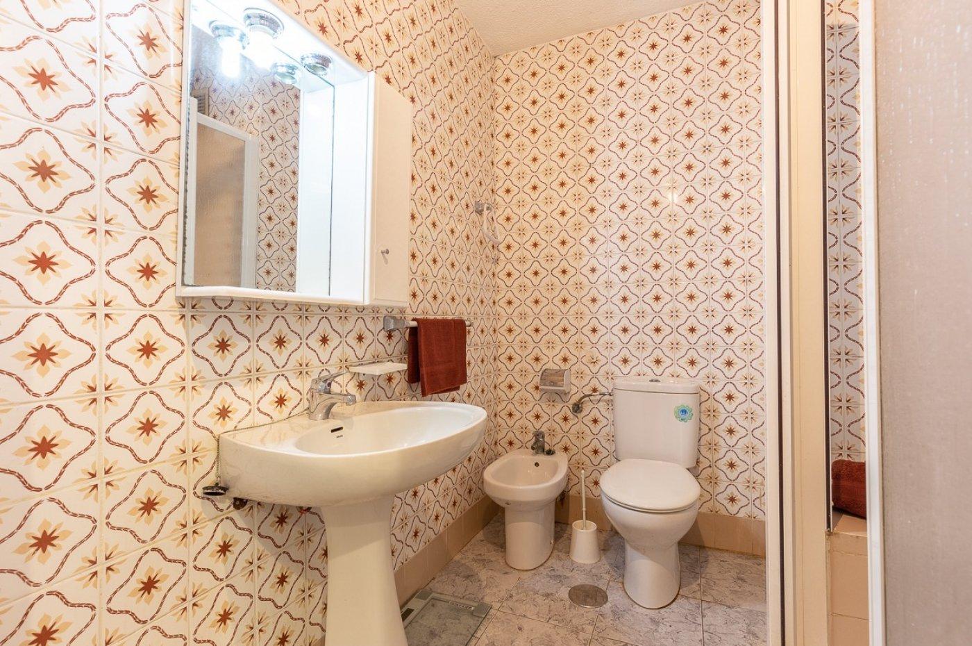 Piso de 2 dormitorios (3 de origen), en pleno centro de Benidorm. A 500 metros de la playa. 14